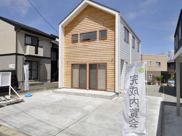 秋田市将軍野南一丁目【二階建】