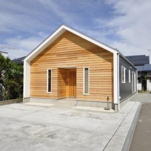 三角屋根の小屋ウラのある家+土間のある家