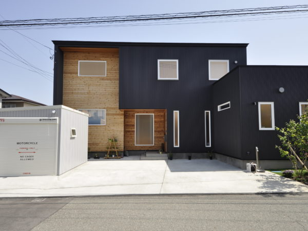 新屋豊町の二世帯住宅